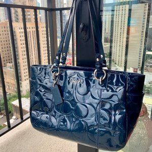 COACH NAVY TOTE EMBOSSED PATENT LEATHER